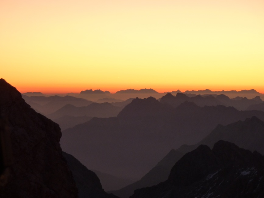 mountains-morgenrot-alpine-panorama-sunrise-53530-large